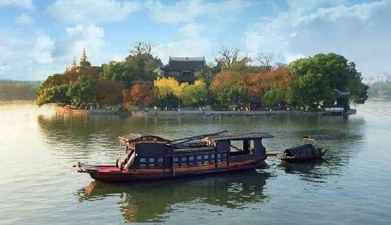 嘉兴南湖红船。