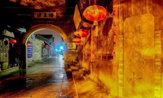 """紫阳街口的""""紫阳桥""""石碑"""