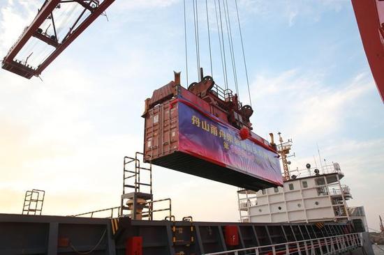 宁波舟山港大浦口集装箱码头年吞吐量突破100万标箱