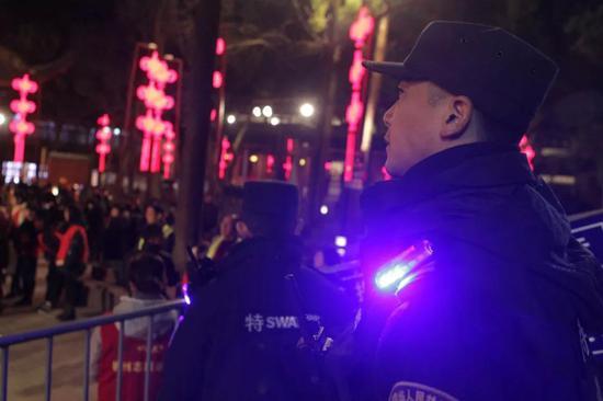 杭州值班民警吃年夜饭要流水作业 无暇聆听新年钟声