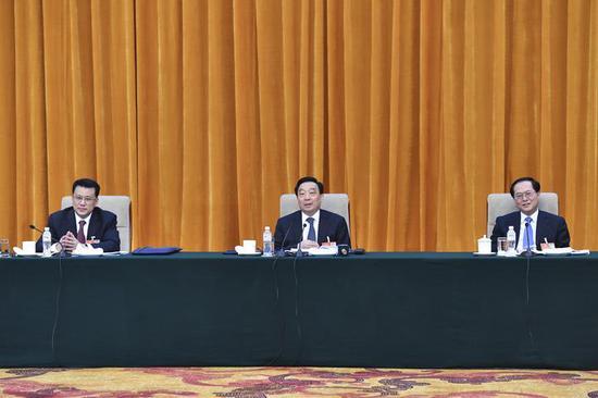 5日下午,浙江代表团在驻地举行全体会议,审议李克强总理代表国务院所作的政府工作报告。王晨讲话,车俊、袁家军出席。梁臻 摄