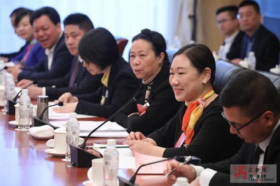 蒋胜男代表发言。
