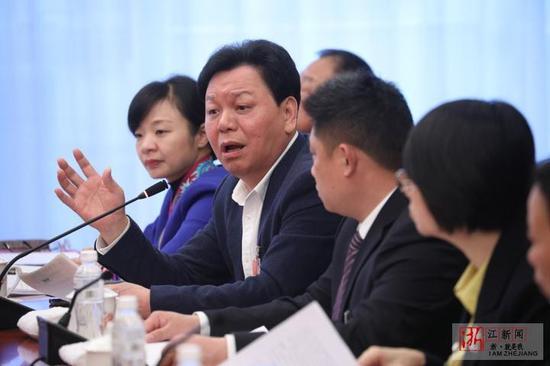 邱光和代表发言。