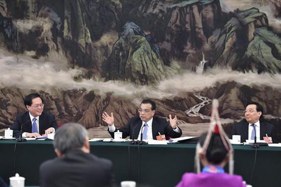 7日上午,中共中央政治局常委、国务院总理李克强参加浙江代表团审议。浙江在线记者 梁臻 摄