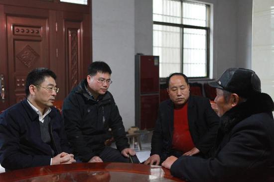 老人想要走出中洲镇,到外面去看看