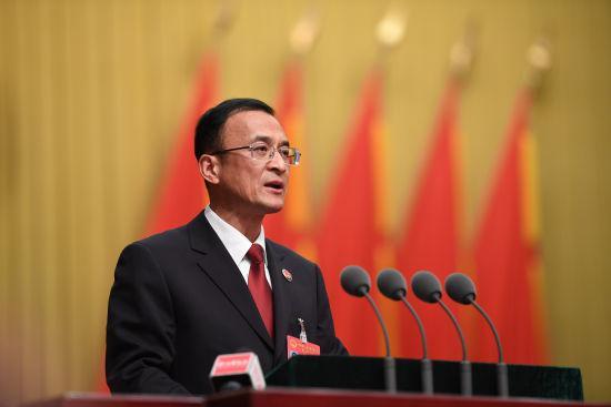 图为杭州市人民检察院代检察长陈海鹰在作检察院工作报告 王远 摄