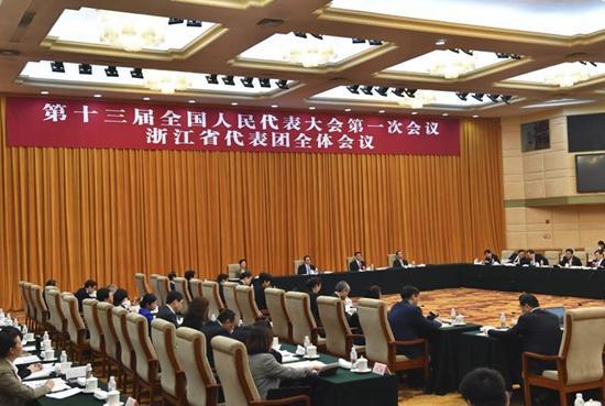 浙江代表团学习习近平在全国人代会上的重要讲话精神。浙江在线记者 梁臻 摄
