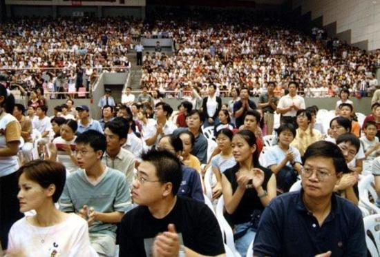3000多人汇聚在浙大邵逸夫体育馆