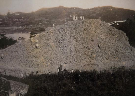 :1924年的雷峰塔遗址.(翻拍) 王刚 摄-杭州现百年前西湖老照片 图片