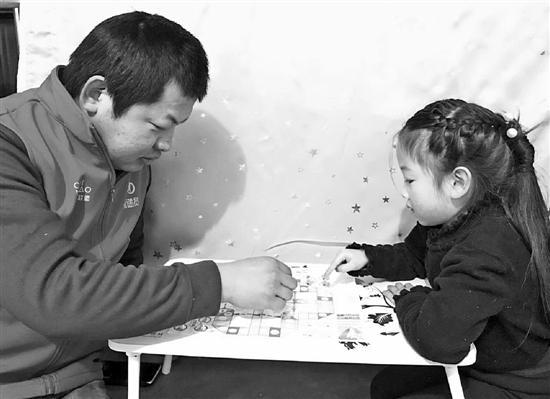 杭州快递小哥春节加班多挣五六千 每天派送近百件