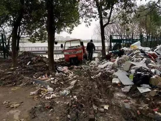 绍兴柯桥2男子因偷倒垃圾而登报公开道歉 系全国首例