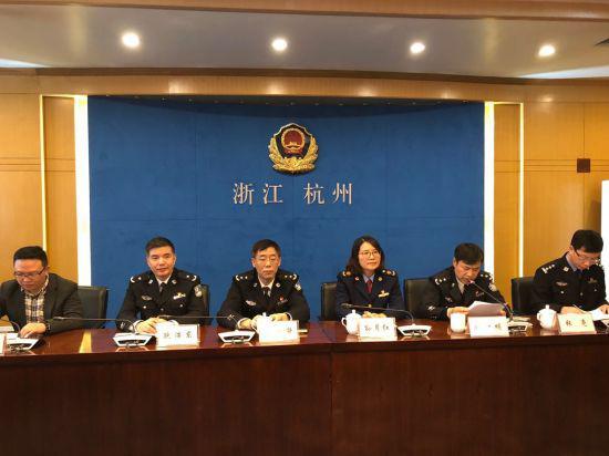 在杭州市公安局举行的消费维权良性互动合作机制签约仪式。 李俪 摄
