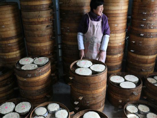 衢州龙游新年吃发糕 百姓祈愿年年发步步高