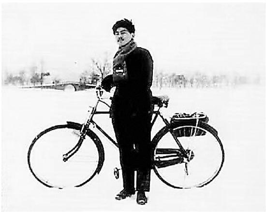 心读者提供的1977年西湖结冰的老照片。