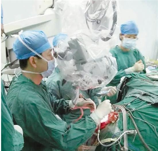 杭州61岁大妈头痛头晕两年多 脑袋里取出鸡蛋大肿瘤
