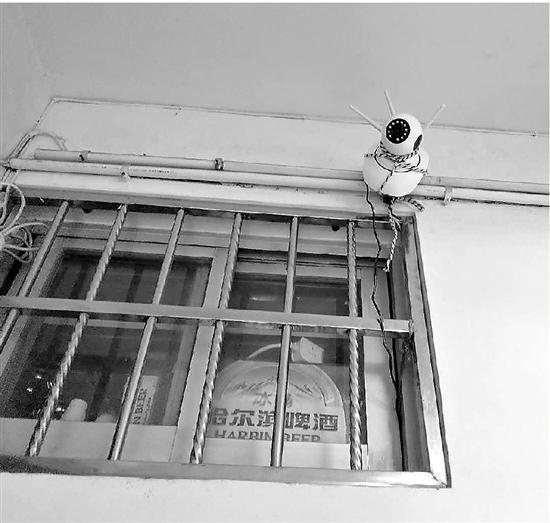 杭州老夫妻装防盗摄像头对着楼梯口 邻居感觉被监视