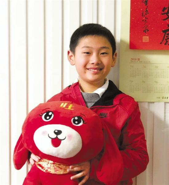 杭州暖心男孩陪孤儿一起过年 想用压岁钱资助贫困生