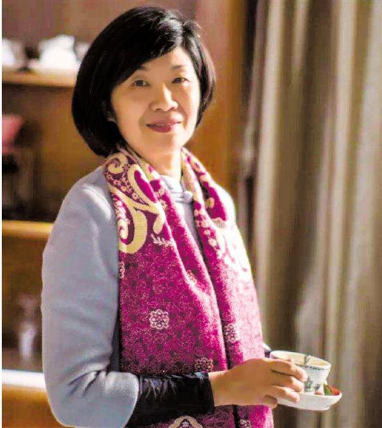 杭州女教师17次陪学生们过年 顶岗实习生称她为妈妈
