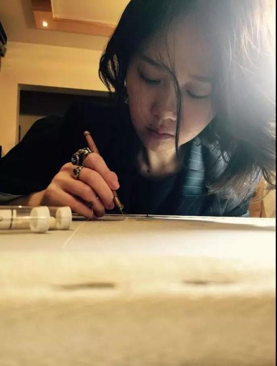 张晓星,业内人士都叫她Ada,80后,温州人,上海Lunéville刺绣工作室创始人。
