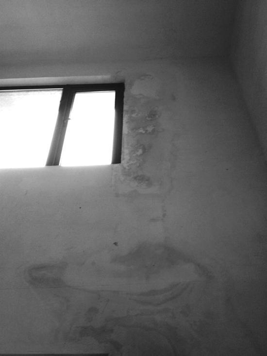 图为修复后的漏水墙壁