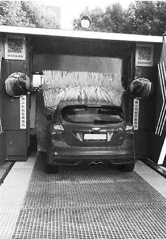 这几天,无人洗车设备成了香饽饽