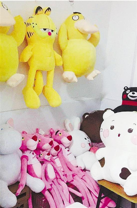 杭州女大学生是抓娃娃达人 一个学期抓了超过200只