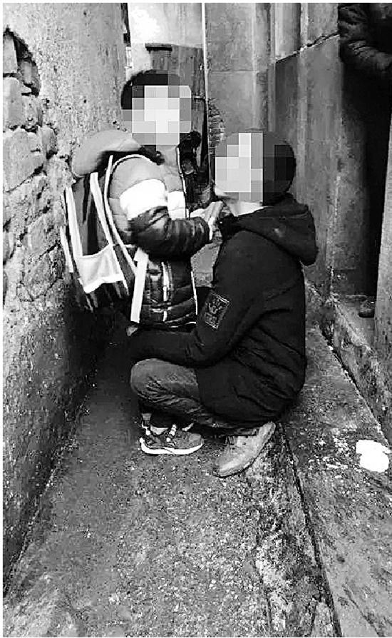 抓捕现场遇到嫌犯的儿子 杭州民警说了句暖心的谎言