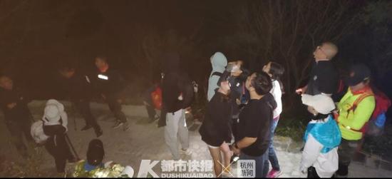 40余名驴友在宁波溪口迷路被困 多方合力助其脱险