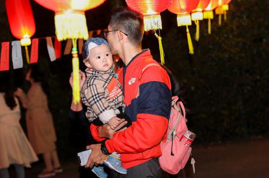 熏陶中华文化于怀抱之中