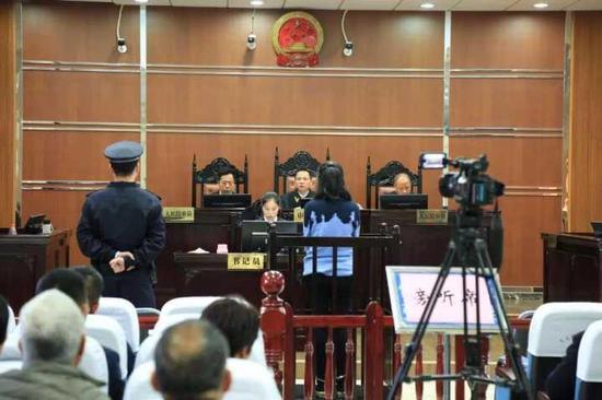 贪污社会救济款57.4万 温州32岁女子被判5年
