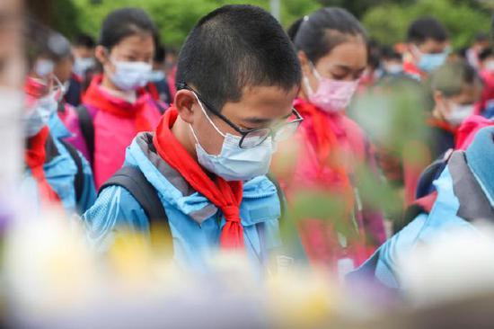 海曙区青少年宫近日组织了爱国主义教育体验营活动
