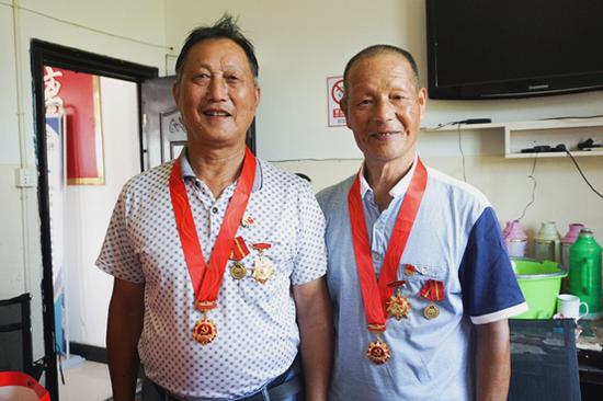 抗美援越老兵合影 章立元(左) 潘洪林(右)