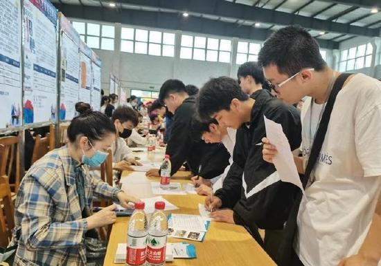 奉化技能人才专场招聘会举行 初步达成求职意向344人