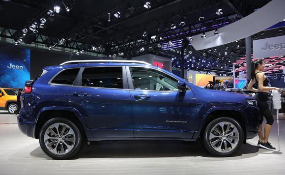 实拍Jeep全新自由光 与牧马人同款发动机