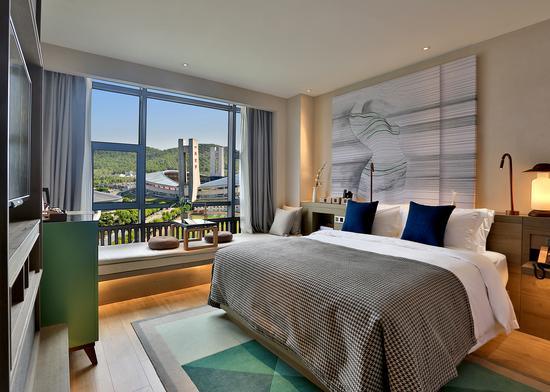 背景墙 房间 家居 酒店 设计 卧室 卧室装修 现代 装修 550_392