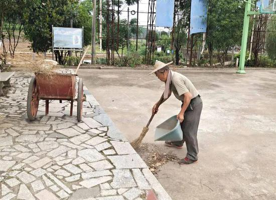 江山市为困难群众提供521个公益性岗位