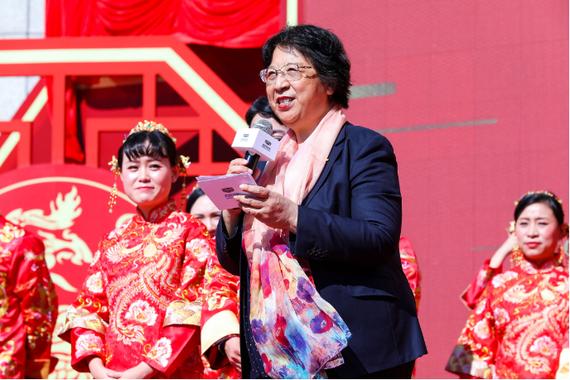 吉利汽车集团资深副总裁 张爱群为新人们致证婚辞