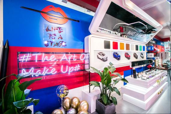 专业彩妆品牌MAKE UP FOR EVER与捷豹E-PACE一同通过色彩艺术诠释个性之美