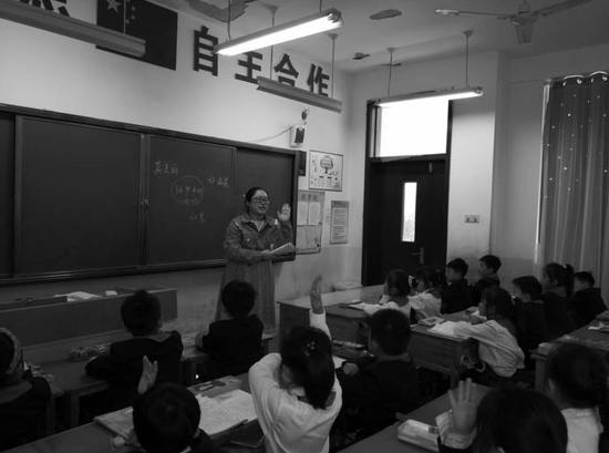 方倩茹在课堂上