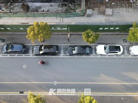 浙江出现一批两条斜杠杠新式停车位 为开门动作上保险