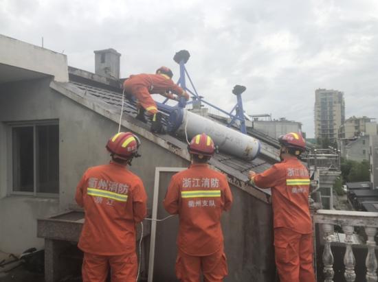恶劣天气突袭衢州 消防救援支队开展抢险救灾工作