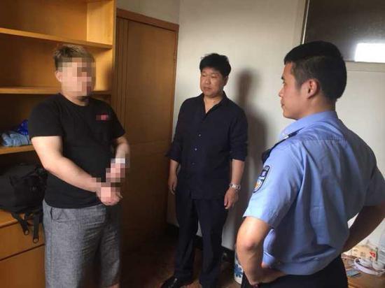 目前,赵某某因涉嫌盗窃已被临安警方依法刑事拘留,案件正在进一步办理中。