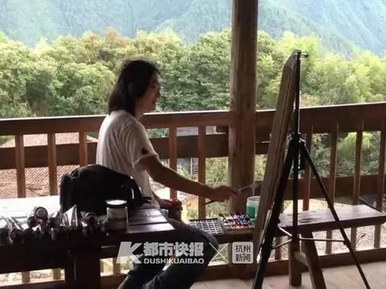 画家在沿坑岭头村创作