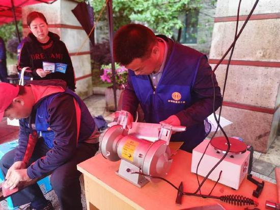 工享驿站惠民大篷车活动在申洲集团公司生活区举行