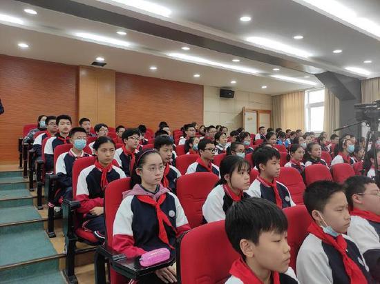 海曙区艺说党史文艺宣讲首场活动在第十五中学举行