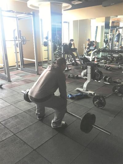 杭州1健身房停水停电老板失联 会员锻炼要趁白