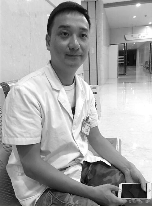 女孩飞机上磕破后脑勺出血不止 杭州医生空中施救(图)