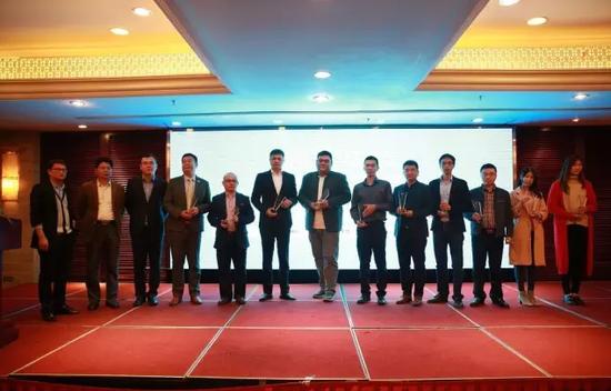 活动现场为此次活动入围的10强平台颁发了荣誉奖杯