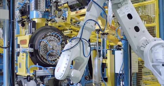 图为万力轮胎合肥智能工厂配备的胎圈芯一体机