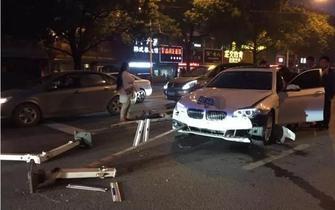 绍兴闹市街头宝马失控连撞8车